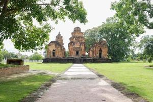 Schlossfelsen Tempel in Sikhoraphum, Surin, Thailand foto
