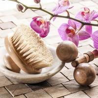 Körperpeeling und Zen-Massage zur Körperverjüngung foto