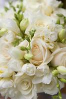 weißer Rosenstrauß foto
