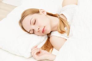 kaukasische Frau schläft