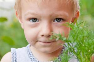 Porträt des niedlichen Jungen foto