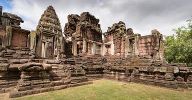 asiatische Tempel und Kultur des alten historischen Parks foto