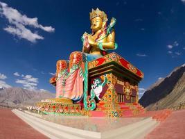 Buddha-Statue im Nubra-Tal foto