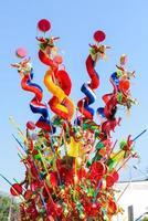 buntes chinesisches Drachenspielzeug foto