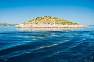Insel im Meer, Kornati-Nationalpark, Kroatien foto