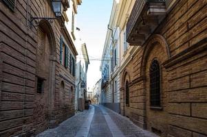 mittelalterliche Straße von Loreto Aprutino, Abruzzen, Italien