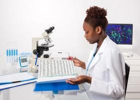 afroamerikanischer Biologe foto