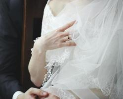 schöne kaukasische junge Braut. foto
