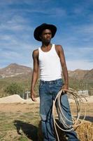 rustikaler Cowboy stehend foto