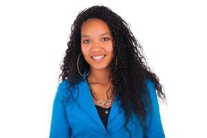 schöne Afroamerikanerfrau Nahaufnahmeporträt foto