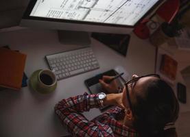 Designer arbeitet zu Hause foto