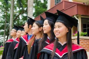 asiatische Hochschulabsolventen foto