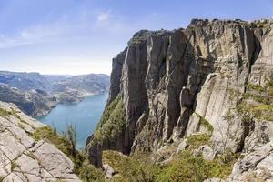 preikestolen von Osten gesehen an einem Tiefpunkt (Norwegen) foto