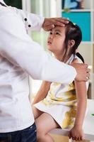 asiatisches krankes Mädchen foto