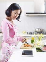 asiatische Hausfrau