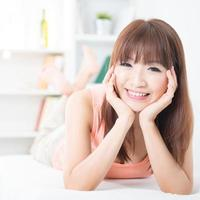 asiatisches Mädchen, das Lebensstil lebt foto