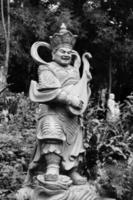 gealterte asiatische Gottstatue foto