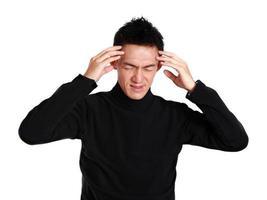 asiatischer Mann mit Kopfschmerzen foto