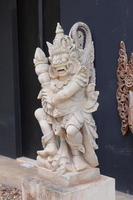 Kunstskulptur im asiatischen Stil foto