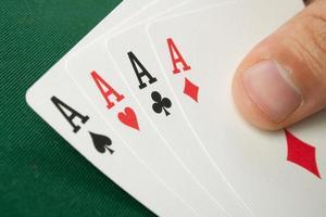 Pokerhand mit vier Assen foto