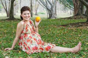 asiatische schwangere Frau