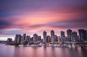 eine Skyline über der Stadt Vancouver in Kanada foto