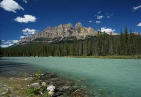 Castle Mountain & Bow River im Banff National Park foto