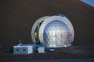 teleskop (cso) auf dem gipfel von mauna kea, hawaii. foto