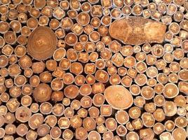 Holzwand aus Holz im Freien foto