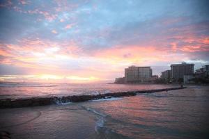 Sonnenuntergang in Waikiki Beach foto