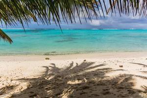 unglaublich blauer Ozean von Rarotonga foto