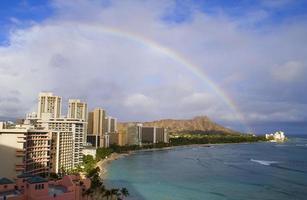 Regenbogen über Diamantkopf in Waikiki foto