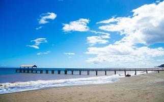 Pier am Pazifischen Ozean in Hawaii foto