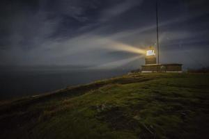 Leuchtturm bei Nacht foto