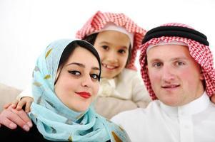 Arabisch glückliche Familie zu Hause foto