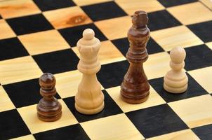Schachfiguren als interraciale Familie