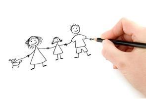 Hand mit Bleistiftzeichnung glückliche Familie foto