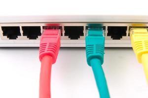 Schalter mit angeschlossenen Kabeln foto