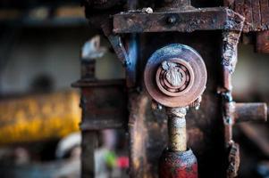 altes Werkzeug an schmutzigem Ort foto