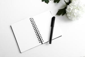 weißer Schreibtischhintergrund foto