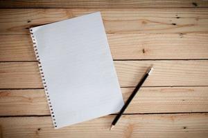 leeres Papier mit Stift foto