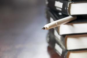 Bücher und Stift