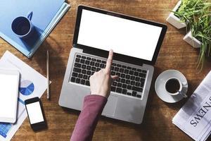 Corporate Identity-Modell auf einem Desktop