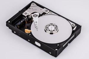 Festplatten-Festplatte isoliert auf weißem Hintergrund foto