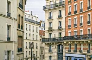 traditionelle Pariser Wohngebäude. Paris, Frankreich.