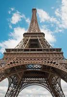 Pariser Eiffelturm und der Himmel. foto