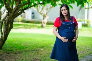 Schwangerschaft, Mutterschaft und neue Familie foto