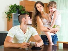 Sporen einer jungen Familie foto