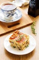 Kuchen mit Huhn und Truthahn. foto
