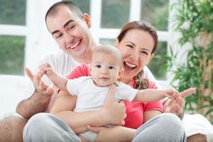 Fuuny glücklich lächelndes Familienfoto